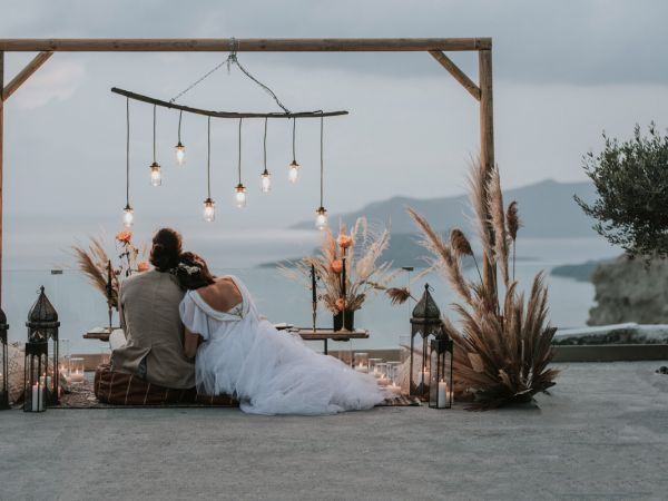 A silver Crescent elopement in Santorini